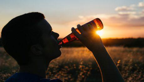 Mandat za picie alkoholu w miejscach publicznych – gdzie możesz dostać?