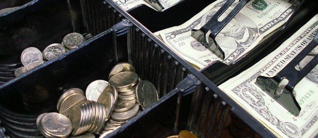 Kasa fiskalna z pieniędzmi