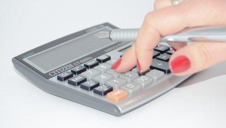 Jak obliczać podatek dochodowy? Kiedy korzystać z pomocy księgowej w firmie?