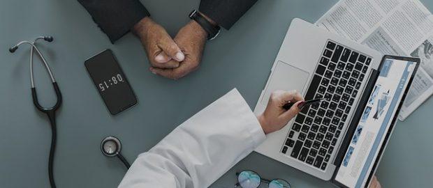 pacjent z lekarzem