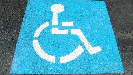 Samochód dla niepełnosprawnego kierowcy – dedykowane systemy, udogodnienia, koszty.