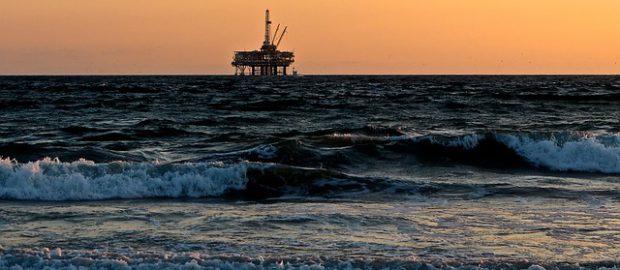 platforma wiertnicza na morzu