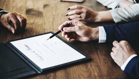 Ile kosztuje rozwód? Pozew rozwodowy, pomoc adwokata, z jakimi kosztami trzeba liczyć się kiedy bierzemy rozwód?
