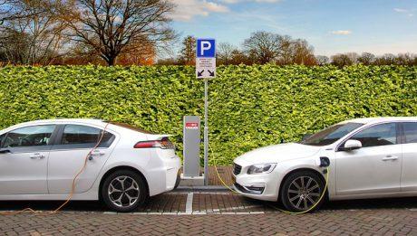 Ile kosztuje hybryda? Czy warto kupić samochód hybrydowy?