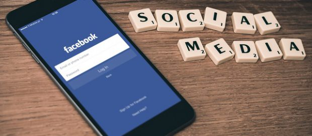 Smartfon i Facebook