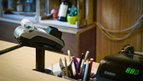 Terminal płatniczy ile kosztuje? Przepisy regulujące posiadanie terminalu płatniczego?
