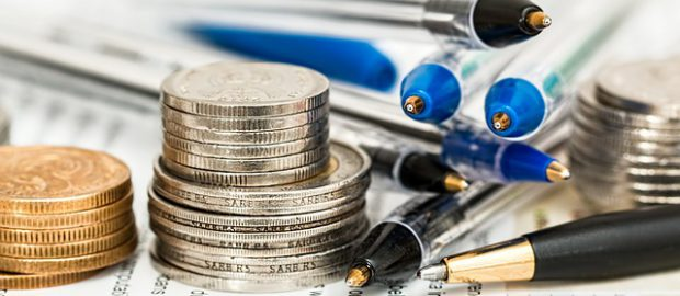 długopisy i monety