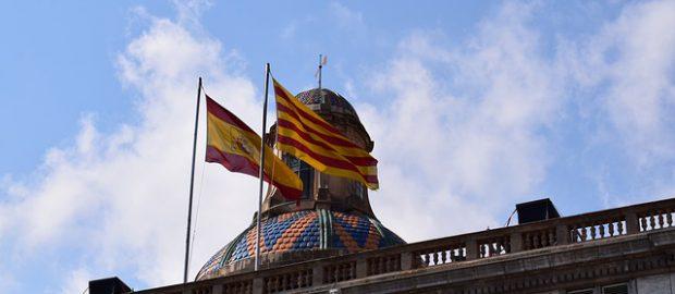 flagi Hiszpanii i Katalonii