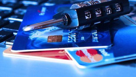 Jak bezpiecznie korzystać z kart płatniczych?