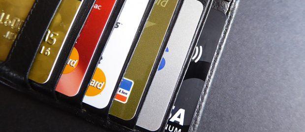 karty bankowe w portfelu