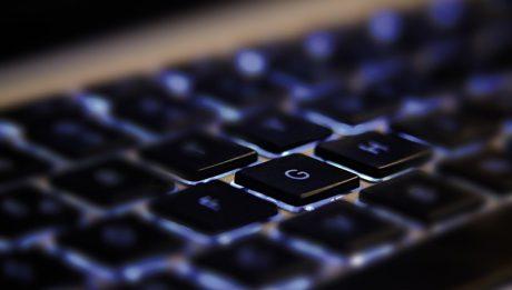Kary za nielegalne oprogramowanie komputerowe w firmie i w domu. Jakie konsekwencje?