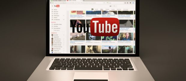 Youtube na laptopie