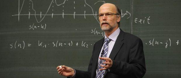 profesor przy tablicy