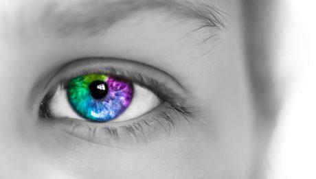 Ile kosztują soczewki: czarne, kolorowe, powiększające oko?
