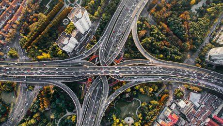 Przepisy drogowe w Europie. Co musisz wiedzieć kiedy samochodem podróżujesz po Europie?