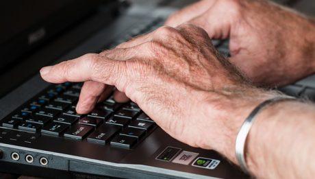 Chwilówka dla seniora – czy chwilówka jest przyznawana bez względu na wiek