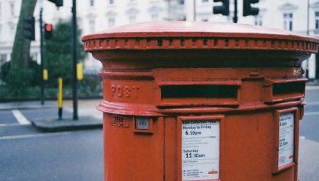 Ile kosztuje wysłanie paczki z Anglii do Polski? Cenniki firm kurierskich