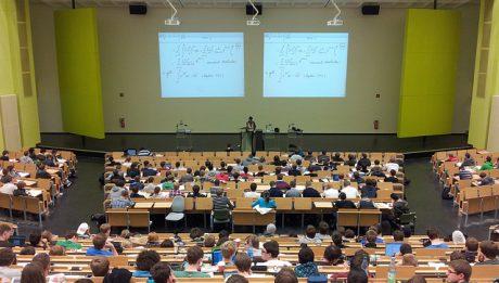 Czy warto studiować? 5 powodów, dla których warto iść na studia