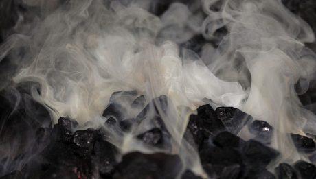 węgiel dymi