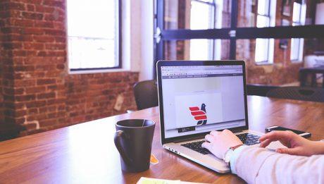 Kredyt w rachunku bieżącym dla firm – co to jest i czy się opłaca?