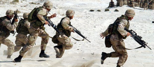 żołnierze na pustyni