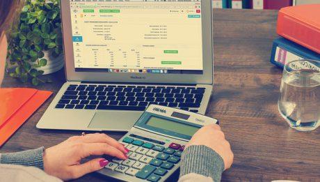 Badanie sprawozdania finansowego. Ile kosztuje audyt finansowy biegłego rewidenta i kiedy warto go wykonać?