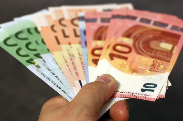 kredyt-gotówkowy-pieniądze