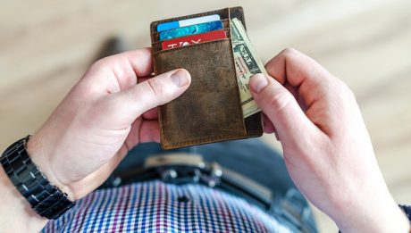 Mężczyzna z portfelem