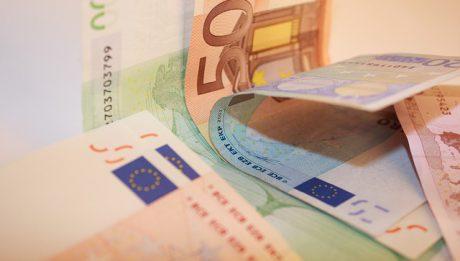 Kredyt gotówkowy – jaki bank? Jak oceniać oferty banków?