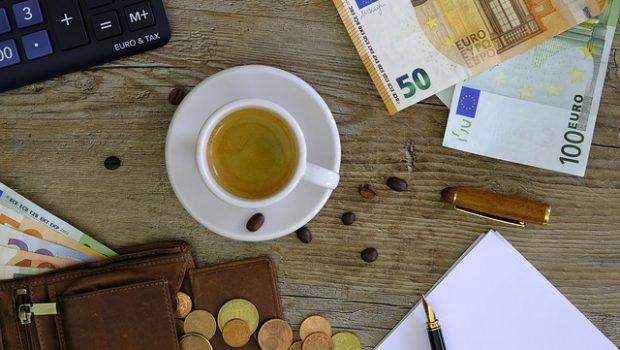 pieniądze na biurku