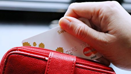 Kredyt gotówkowy czy debet na koncie?