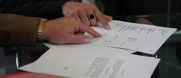 SKładanie podpisów na umowie