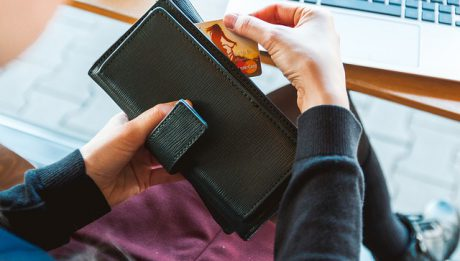 Karta kredytowa a debetowa