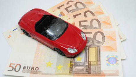 Czy warto brać kredyt na samochód? Kredyt samochodowy, leasing czy wynajem auta – co się lepiej opłaca?