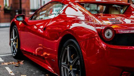 Czerwony samochód