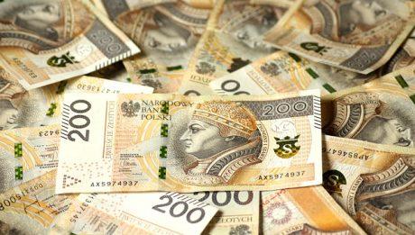 Pożyczka czy kredyt – co wybrać, gdy potrzebujesz gotówki?