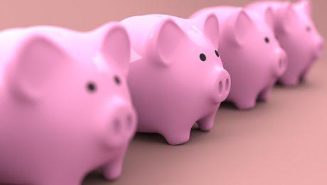 Jak planować domowy budżet? Ile warto odkładać co miesiąc na konto oszczędnościowe?