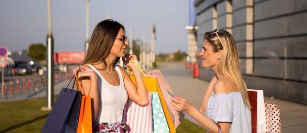 kobiety po zakupach