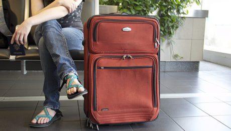 Ubezpieczenie z biura podróży a zakupione samodzielnie – co się bardziej opłaca?