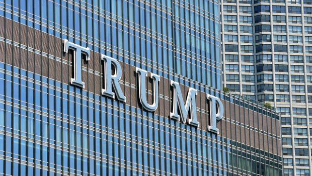 Wieżowiec z napisem Trump