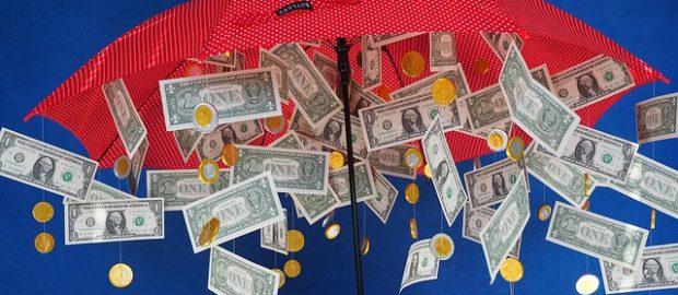 Parasol z pieniędzmi