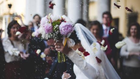 Ile kosztuje wesele? Co można zorganizować taniej?