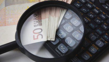 Kto płaci podatek od pożyczki? Kiedy jest się zwolnionym z podatku PCC?