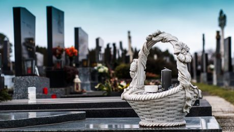 Ile kosztuje miejsce na cmentarzu? Ceny miejsc na polskich cmentarzach