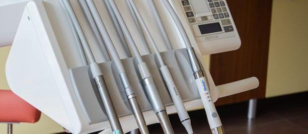 cennik-uslug-dentystycznych-ile-kosztuje-wybielanie-zebow