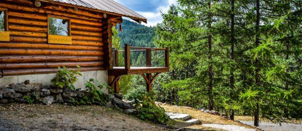 dom z drewnianych bali