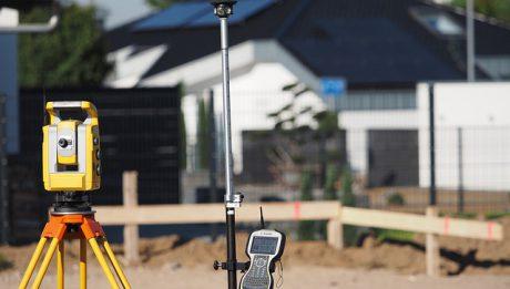 Ile kosztuje geodeta, kiedy potrzebny jest geodeta podczas budowy domu?