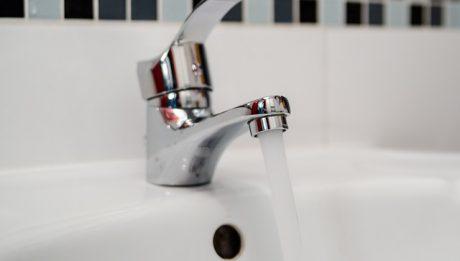 Łatwe sposoby na oszczędzanie wody