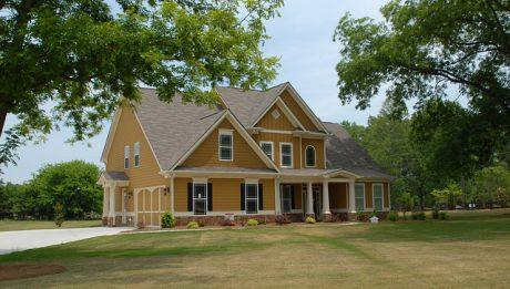 Jakie zarobki na kredyt hipoteczny do 100 tysięcy? Przegląd ofert i warunki banków
