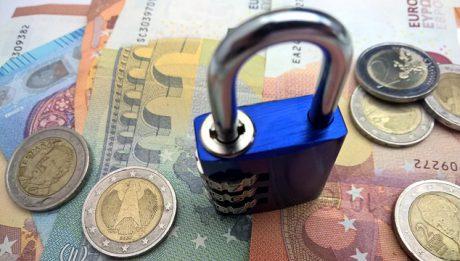 Blokada środków na koncie przez bank, Urząd Skarbowy, ZUS… co robić?